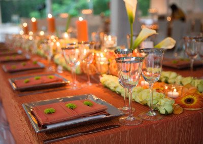 set dinner table at event